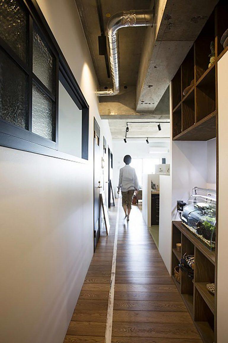 渡り廊下と並ぶ教室