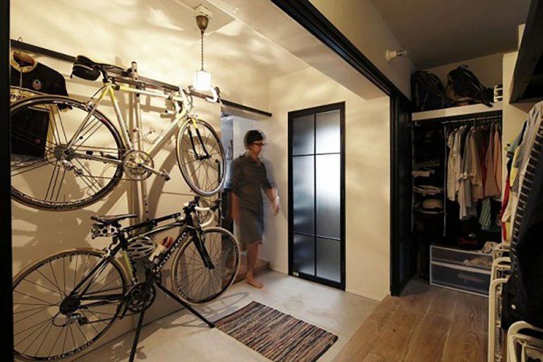 自転車とバルコニー