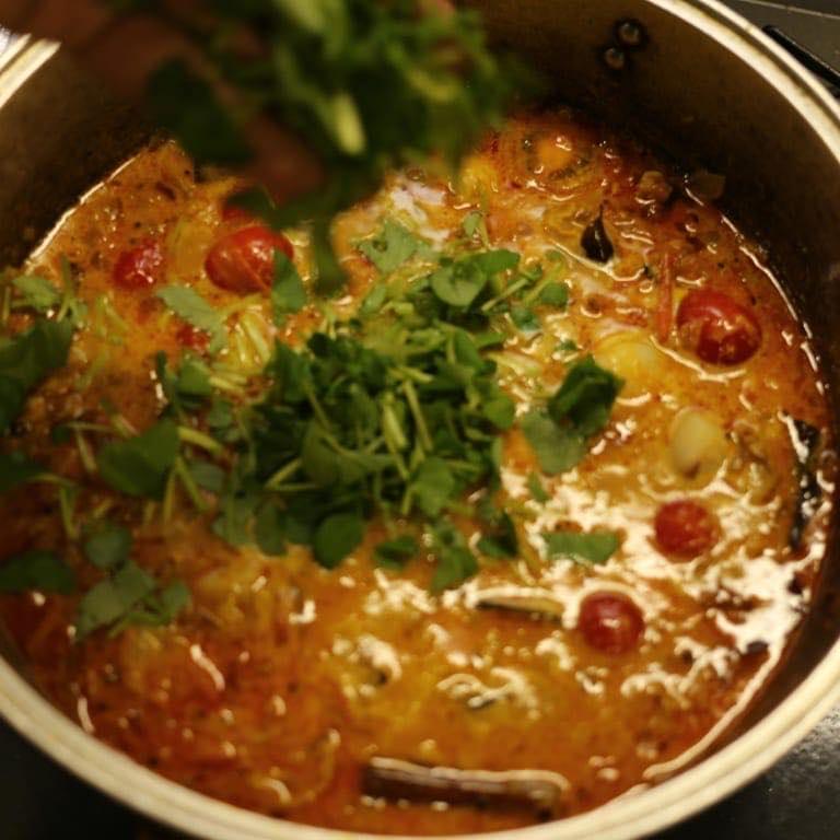 冬の食材で南国を感じられるホタテとクレソンのスパイスカレー