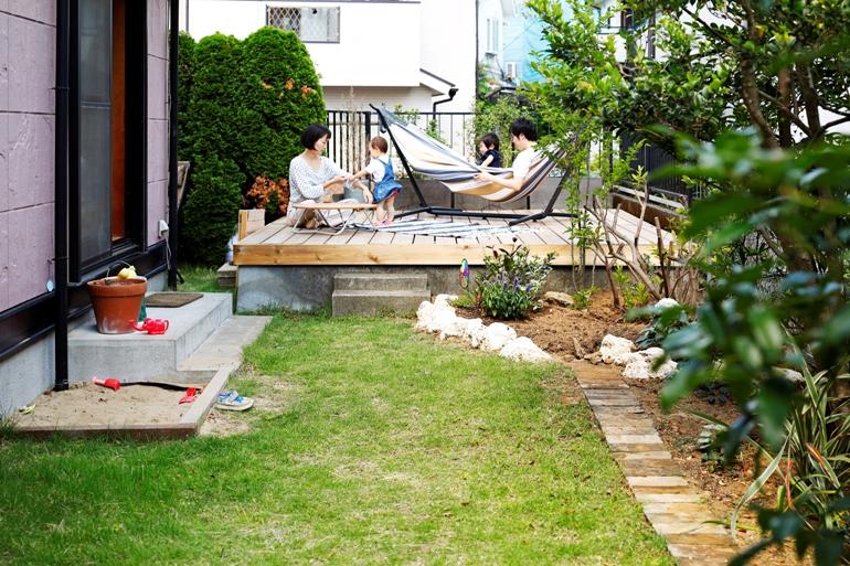 こだわりの庭と、洋館風戸建てリノベ